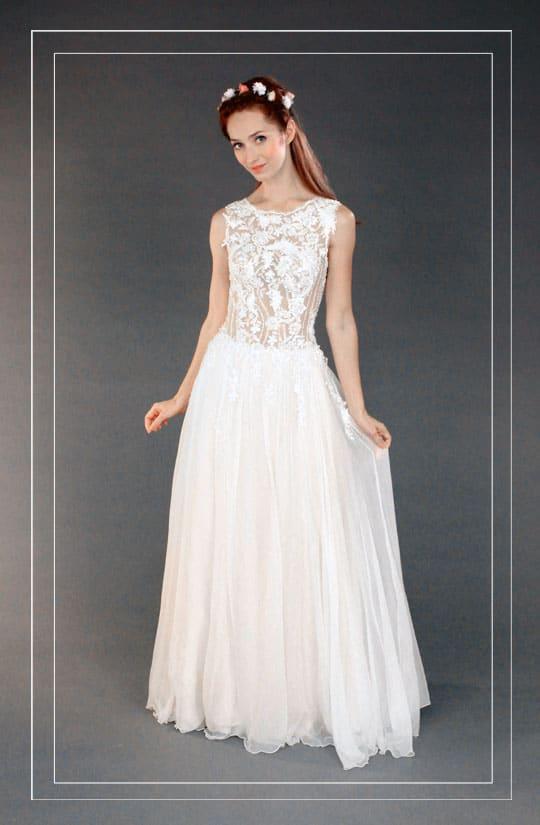 רינה בהיר מציגה שמלת כלה וינטאג משולבת חלק עליון תחרה